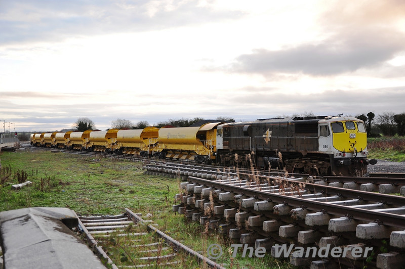 086 is pictured at Portarlington with 8 Autoballaster Wagons. Sat 10.12.11