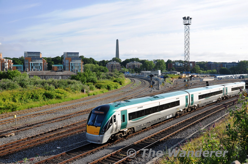 22028 arrives at Heuston with the 0724 Kildare - Heuston. Sat 02.07.11