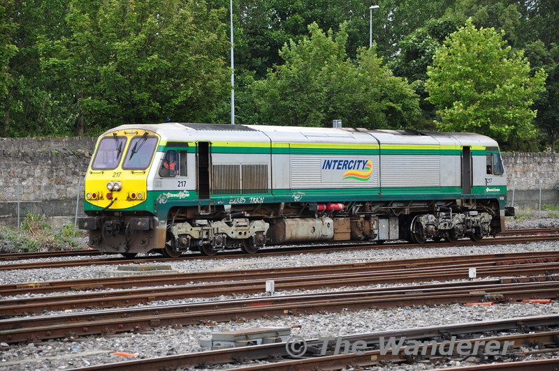 217 arrives at Heuston Station from Inchicore. This locomotive iis named after the River Flesk which flows in to Lounge Leane near Killarney in Co. Kerry. Sat 02.07.11