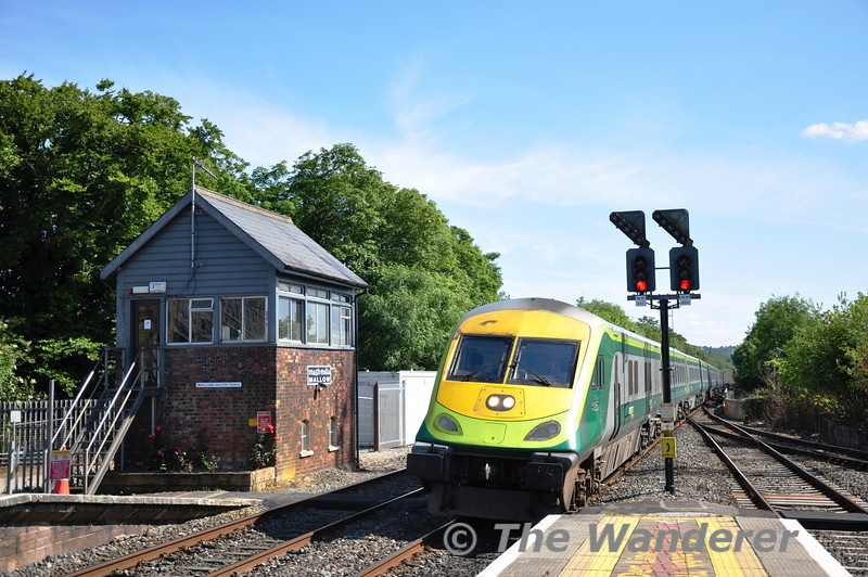 4005 arrives at Mallow with the 1630 Cork - Heuston. Sat 02.07.11