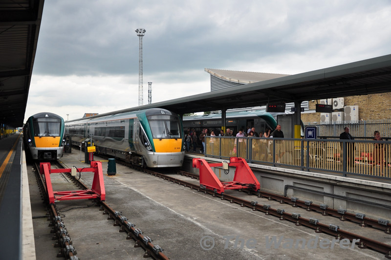 22014 + 22021 and 22009 await their next duties at Heuston while 22046 + 22016 have just arrived with the 1100 from Waterford. Sat 02.07.11