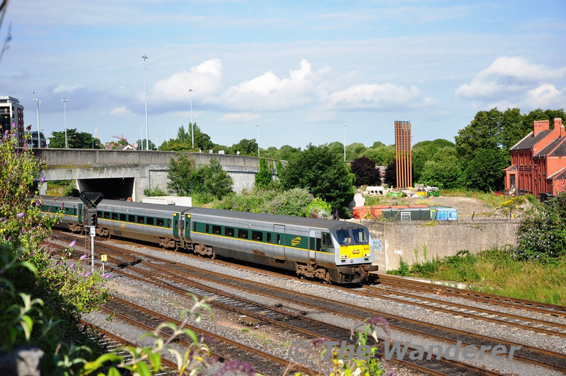 9002 brings up the rear of the train at Islandbridge Jct. Sat 02.07.11