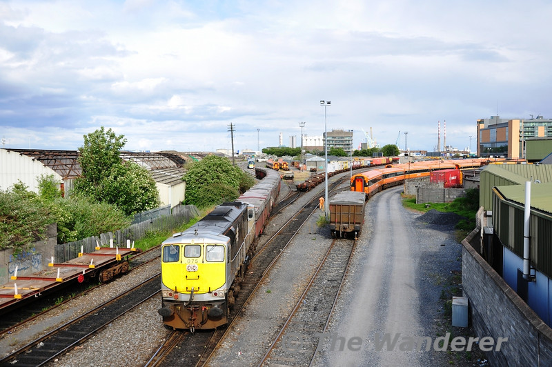 After shunting off the first wagon 075 now departs towards Church Road Cabin to await a path to Drogheda with the early running 1915 Alexandra Road - Tara Mines. Mon 30.05.11