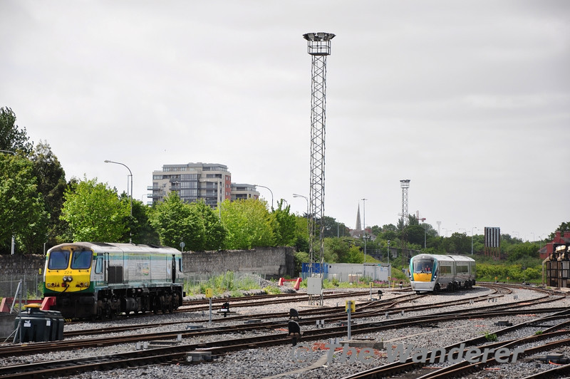 Thunderbird loco 224 and 3ICR 22015 at Heuston. Sun 29.05.11