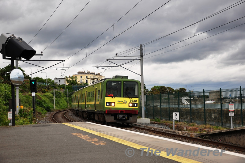 8530 + 8529 + 8532 + 8531 arrive at Salthill and Monkstown Station with the 1330 Malahide - Bray. Sat 21.05.11