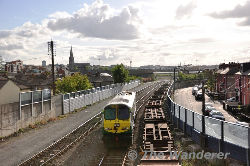 229 arrives from Inchicore to take 22049 + 22050 to Heuston V.P. Mon 30.05.11
