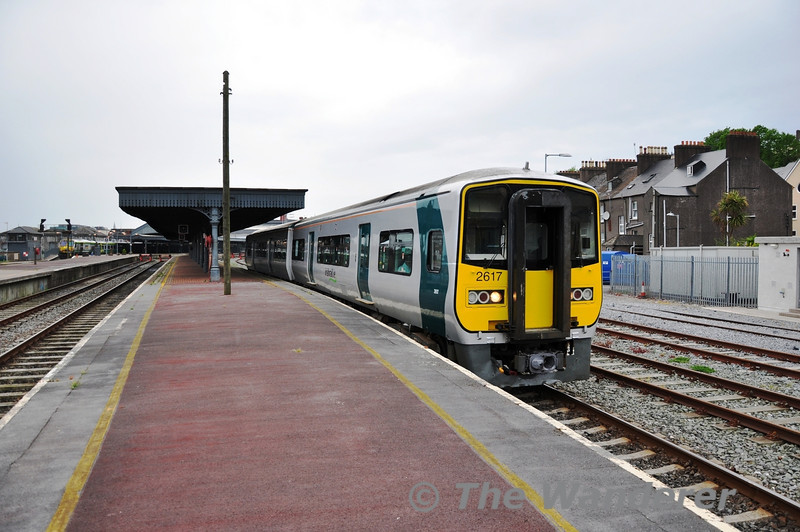 2614 + 2617 depart Cork with the 1715 Cork Commuter service to Midleton. Sun 01.05.11