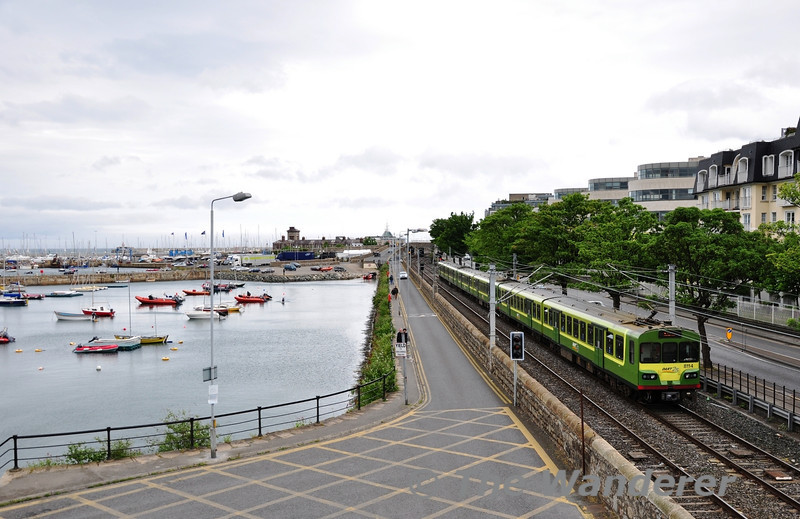 8114 + 8113 + 8115 pass Dun-Laoghaire Harbour with the 1330 Greystones - Malahide. Sat 21.05.11