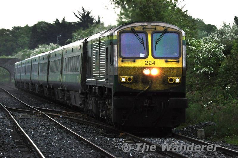 224 1700 Heuston - Cork arrives at Thurles. Sun 01.05.11