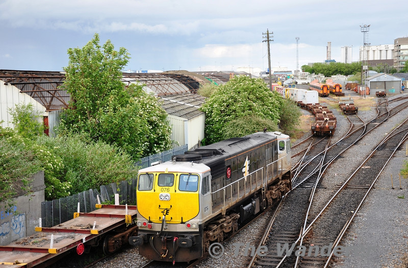 Following behind 229 was 076 which would be used to haul the IWT liner back up to East Wall Yard after unloading. Mon 30.05.11