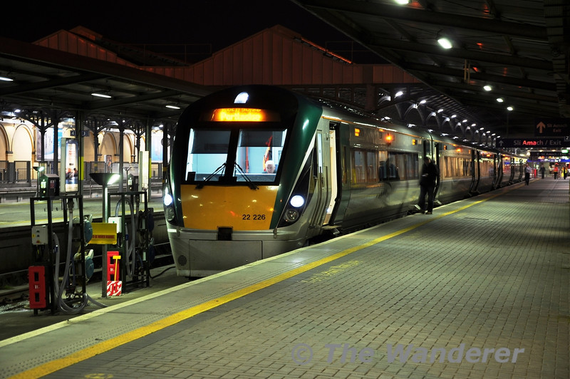 22026 + 22003 at Heuston with the 2210 to Portlaoise. Fri 06.05.11