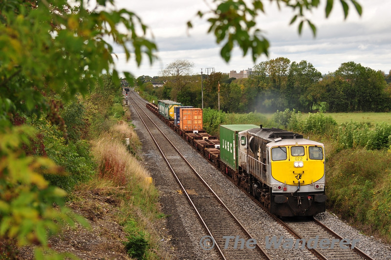 072 powers away from Portarlington and passes Killenard with a lightly loaded 0925 Ballina - North Wall IWT Liner. Thurs 29.09.11