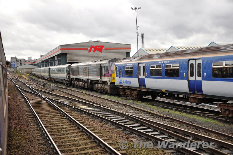 206 is sandwiched by 8458 and the rake of spare De-Dietrich vehicles. Sun 25.09.11