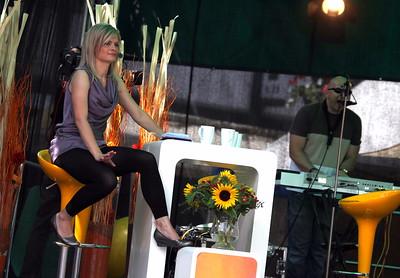 Tereza Stýblová se pohupuje do zpěvu Pavla Nováka.