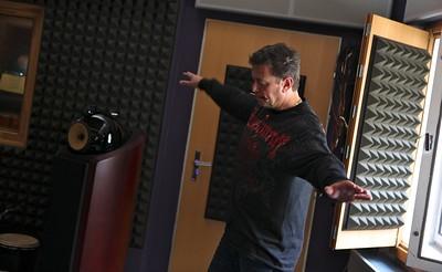 Pan režisér Jindřich Šimek rovnou transformuje hudbu v choreografii.