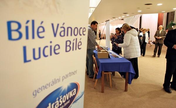 2011-11-30 Bile Vanoce Most - Lucie Bila