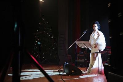 2011-12-11 Bile Vanoce Trnava - Lucie Bila