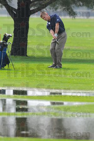 Tribune-Star/Jim Avelis<br /> Chip: Patriot golfer Ryan Sneddon chips to the green.