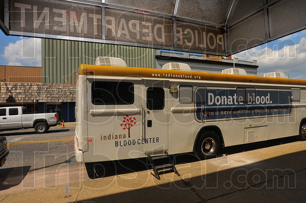 Tribune-Star/Jim Avelis<br /> Mobile help: The bus from the Indiana Blood Center stopped at the Terre Haute Police Department Tuesday as the last stop in the Fallen Officer blood drive, held here in Terre Haute in memory of Brent Long.
