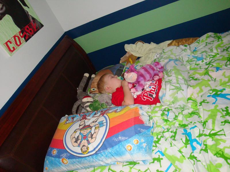 2011-08-02 - Micah sleeping in his big boy bed (1)