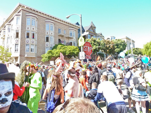 The massive # of people at Alamo Sq