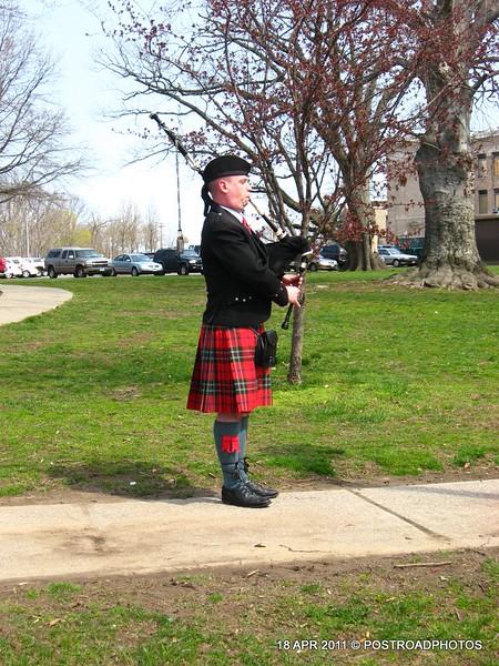 20110418_Bridgeport_CT_L'Ambiance_Plaza_Memorial_2011-13