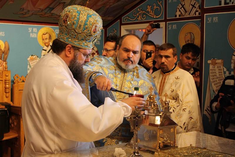 Consecration Holy Trinity (222).jpg