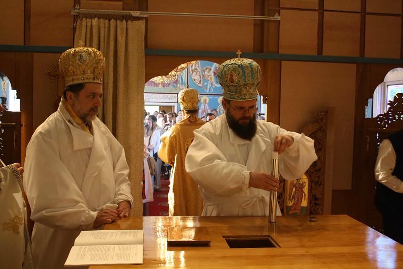 Consecration Holy Trinity (192).jpg