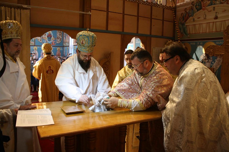 Consecration Holy Trinity (194).jpg