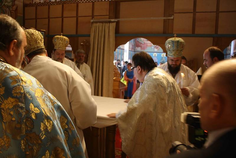 Consecration Holy Trinity (218).jpg