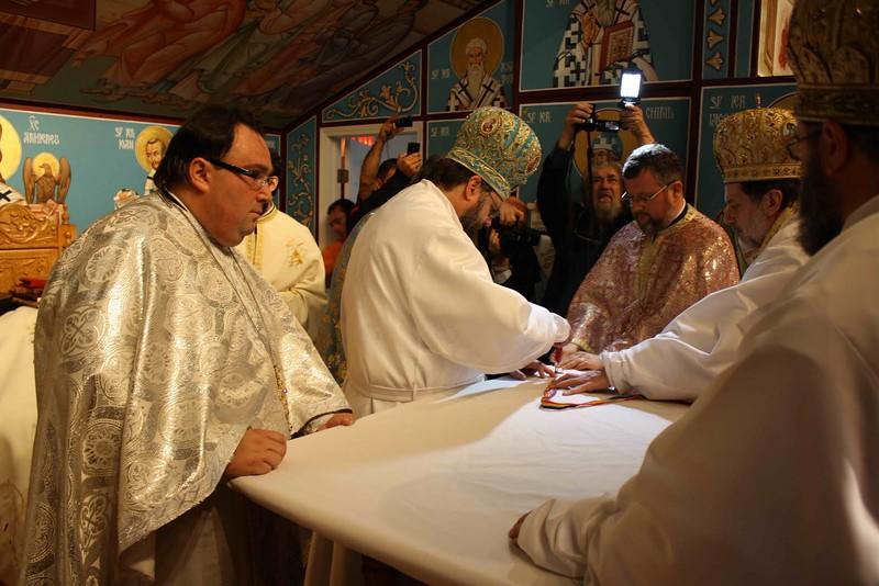 Consecration Holy Trinity (219).jpg