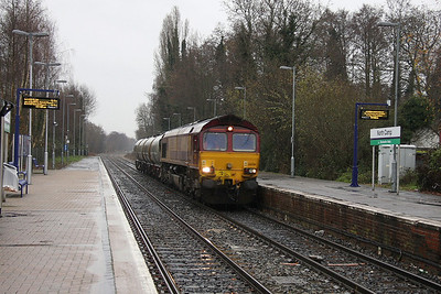 66061 North Camp 19/12/11 6V04 Eastleigh to Reading DMUD in the pouring rain !
