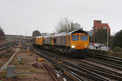 66714 Basingstoke 31/12/11 5Y19 Tonbridge to Eastleigh with 66738, GLV 68504 and 73141