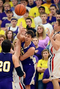 Tribune-Star/Joseph C. Garza<br /> Sullivan's Kaleb Pirtle passes the ball to teammate Rhett Smith (20) during the championship game of the Pizza Hut Wabash Valley Classic Friday at North.