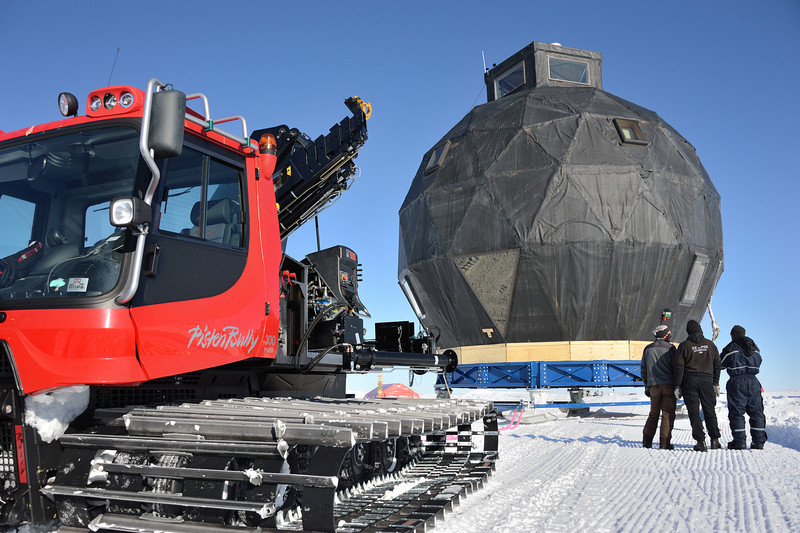 Moving the dome. Pistenbully 300 connected to the dome<br /> <br /> Photo: Martin Leonhardt