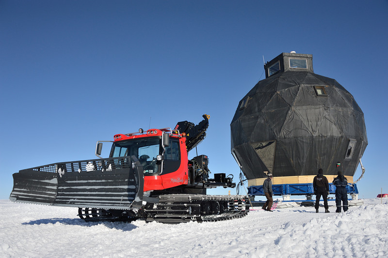 Moving the dome. Pistenbully 300 connected to the dome.<br /> <br /> Photo: Martin Leonhardt