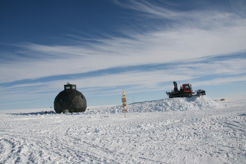 After moving the Dome it was lifted 4.5 m to the new snow surface, securing it for the next three years.