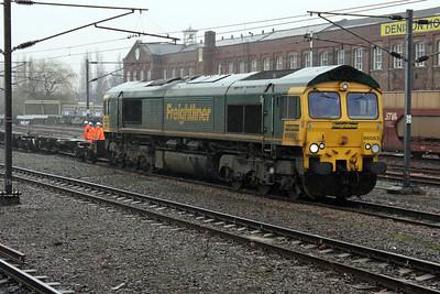 66563 1303-4e22 Felixstowe-Leeds