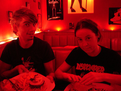 Fortunately, I was not completely alone there. My extreme vegan runner friend Chloe and her partner Martin live there now. They took me here to the 'Devil's Kitchen', which was very, very red, to try some local vegan food.