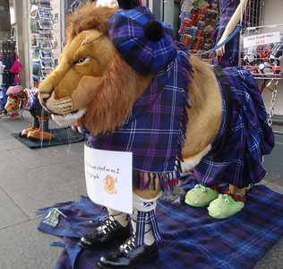 We did, however, see many other weird and wonderful sights along the Royal Mile between the Castle and Holyrood Palace.