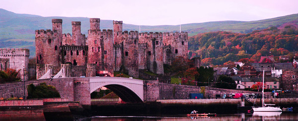 I took a detour to Conwy, which has a truly awesome castle - one of a ring around Snowdonia built by an English king to try to contain the Welsh rebellions. All could be resupplied by sea in the event of sieges.