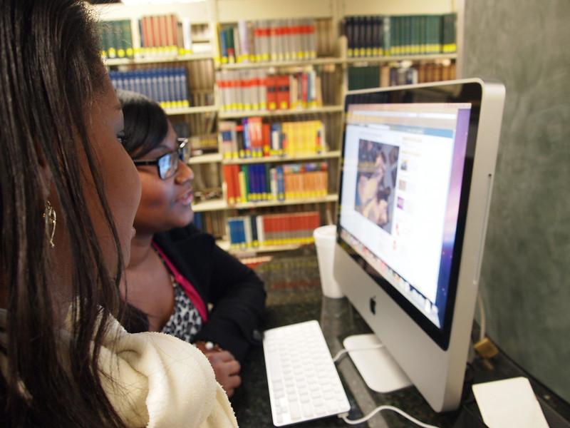 2 gwu students enjoy the new 27 inch IMacs