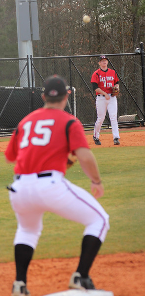Dusty Quattlebaum (15) awaits a throw from third base.