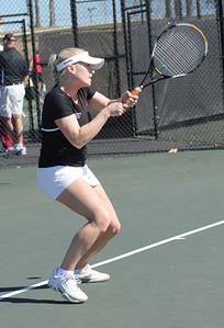 Laura Kriett practices before her match against Elon.