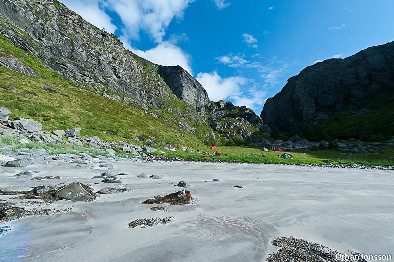 Till höger en topp på 200 m, till vänster ligger stortoppen med 623 meters höjd.