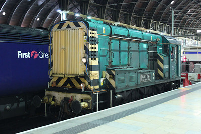 08483 awaiting to depart back to Old Oak Common 11/08/11