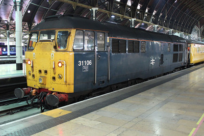 31106 sits in Paddington on a serco. 11/08/11