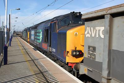 37218_37610 1330-6z61 Sheerness-Hitchin approach Hitchin Station.
