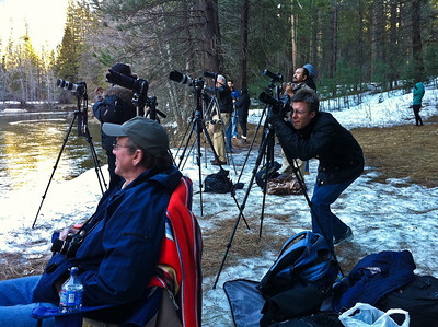 As we waited more photographers showed up. Here's a shot of everyone with their tripods all set and ready!