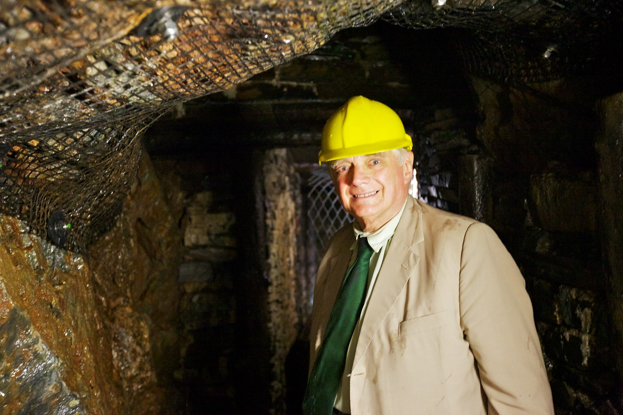 Daddy down the mine.
